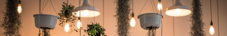 goede verlichting in huis mag niet ontbreken een mooie hanglamp voor boven de eettafel of een tafellamp voor op je dressoir met juist licht breng je